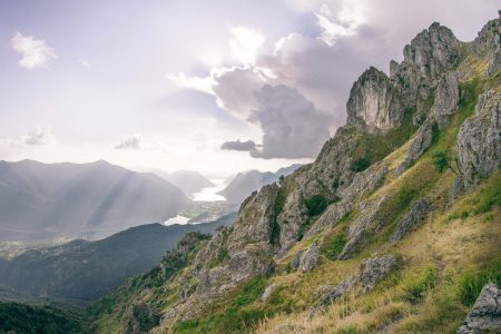 green-and-gray-mountain-185806