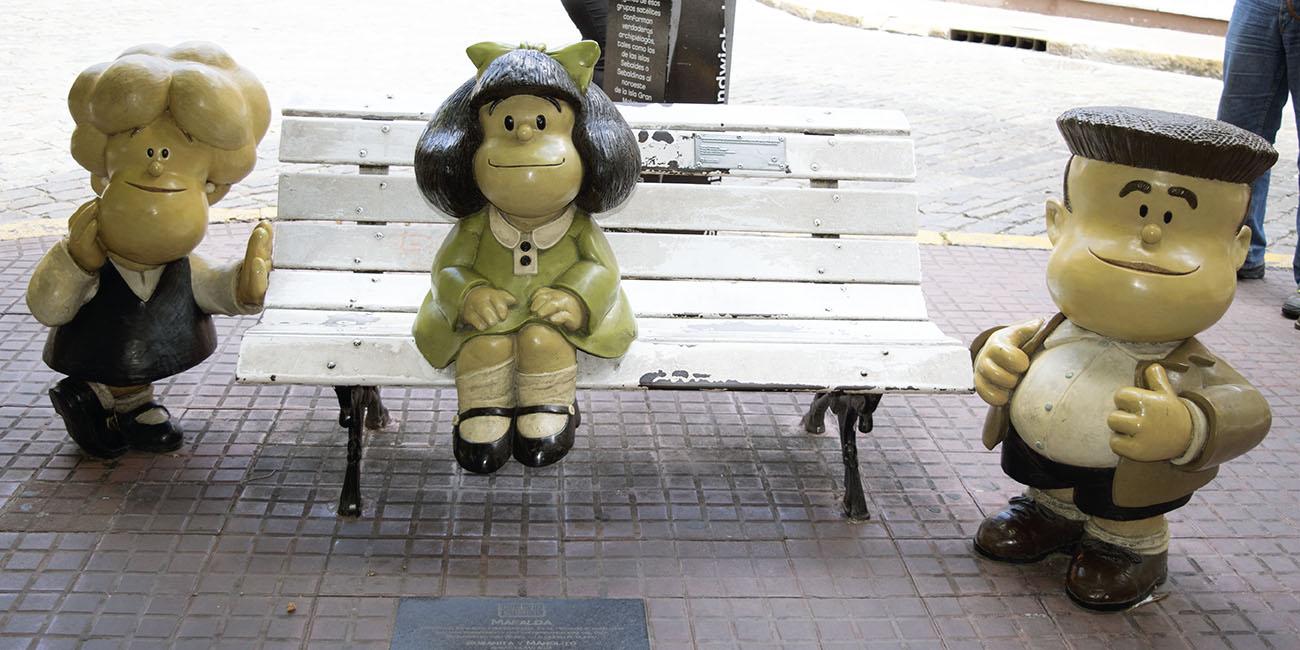 Estátua de Mafalda e Seus Amigos em San Telmo - O QUe Fazer em 24 Horas em Buenos Aires