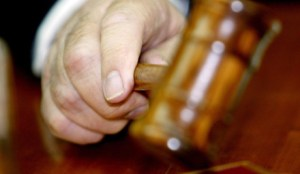 THE HAND OF ISRAEL'S PRIME MINISTER ARIEL SHARON STARTS A CABINET MEETING BY HITTING HIS GAVEL AT HIS JERUSALEM OFFICE