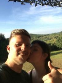 Sara en Lenz op verrassingshuwelijksreis