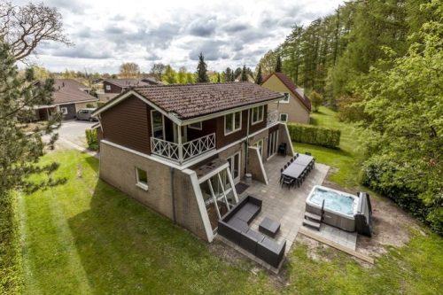 Vrijstaand bungalow met jacuzzi