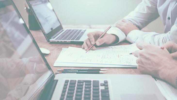 Ideias para ganhar dinheiro com conteúdo online.