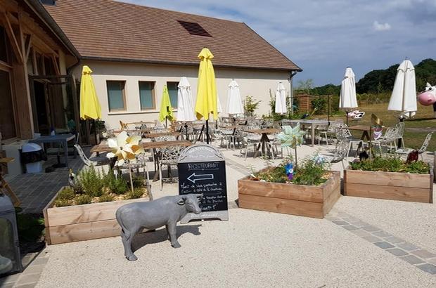 Villeneuve le Comte ► Le restaurant «Les Délices de la Ferme » à Villages Nature