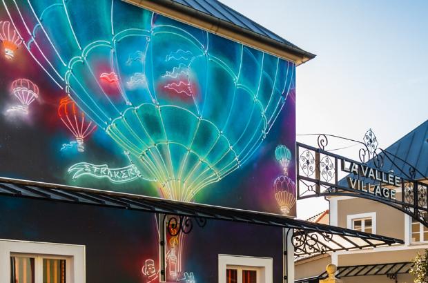 Val d'Europe  : L'artiste Straker s'expose sur les murs de la Vallée Village.