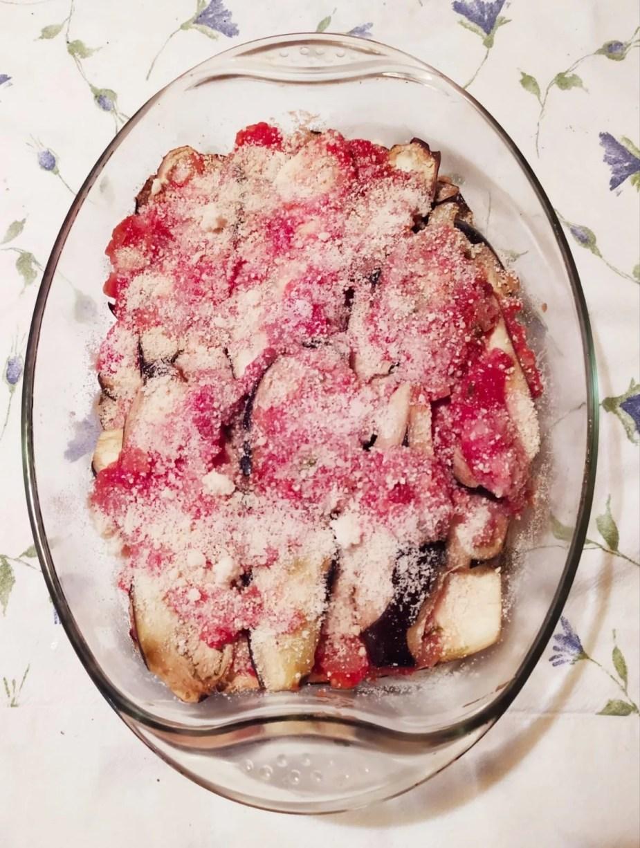 Les aubergines a la parmigiana prêtes à être enfournées