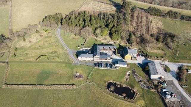 Vale Farm Cottages 822
