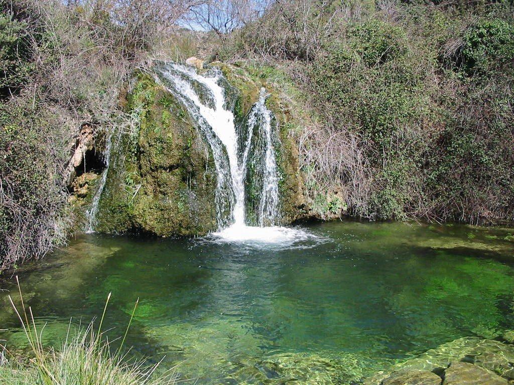Fuente: Cascada en El Molinar. Fuente: es.worldmapz.com