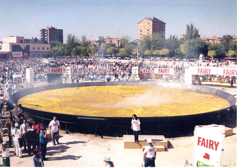 ¿Sabías que la paella más grande del mundo la hizo el valenciano Antonio Galbis en Madrid en 2001?