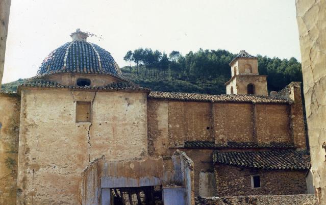 Vista de la iglesia de la abandonada Domeño Vieja o Domeño antiguo. Fuente: pueblos-espana.org