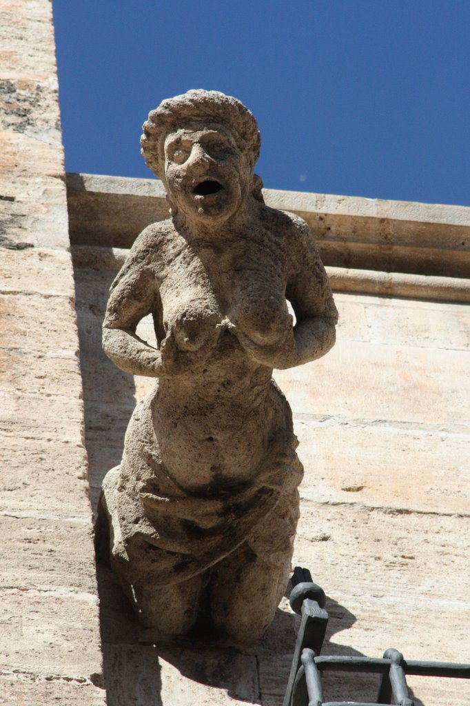 GÁRGOLA EN LA PUERTA DEL PALAU, CATEDRAL DE VALENCIA (LUJURIA). Fuente: lugaresconhistoria.com