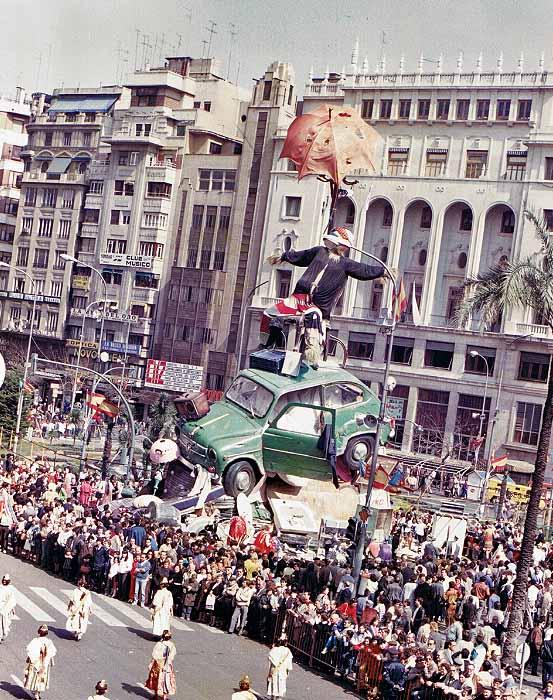 Falla oficial del Ayuntamiento 1986 obra de Sento. Fuente: sento.es