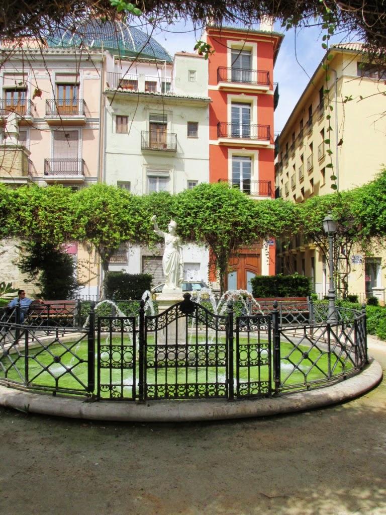 Fuente: http://como-disfrutar-tu-jubilacion.blogspot.com.es/2014/11/los-jardines-de-parcent.html