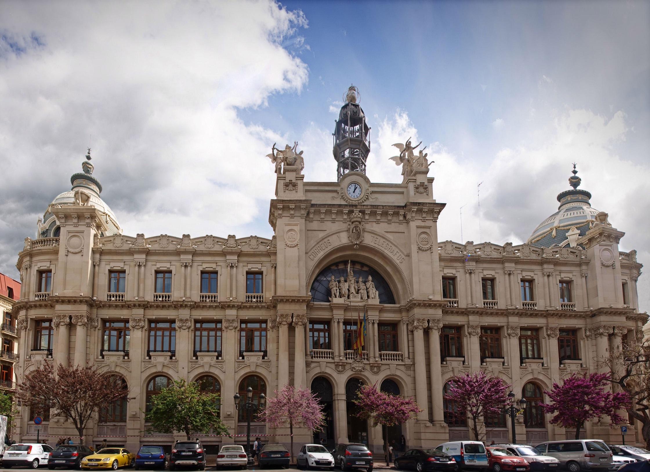 Los edificios m s bonitos de valencia for Horario oficina de correos valencia