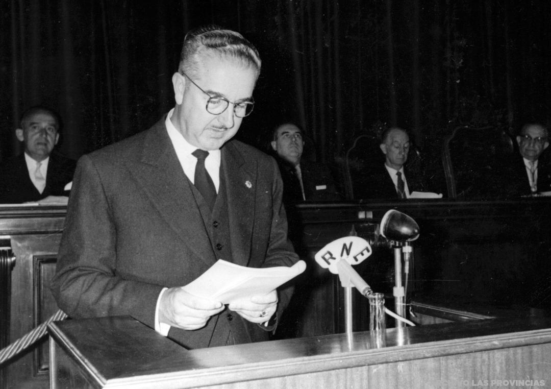 Foto de 1958 del Alcalde Adolfo Rincón de Arellano. Fuente: Archivo de Las Provincias, Valenpedia.
