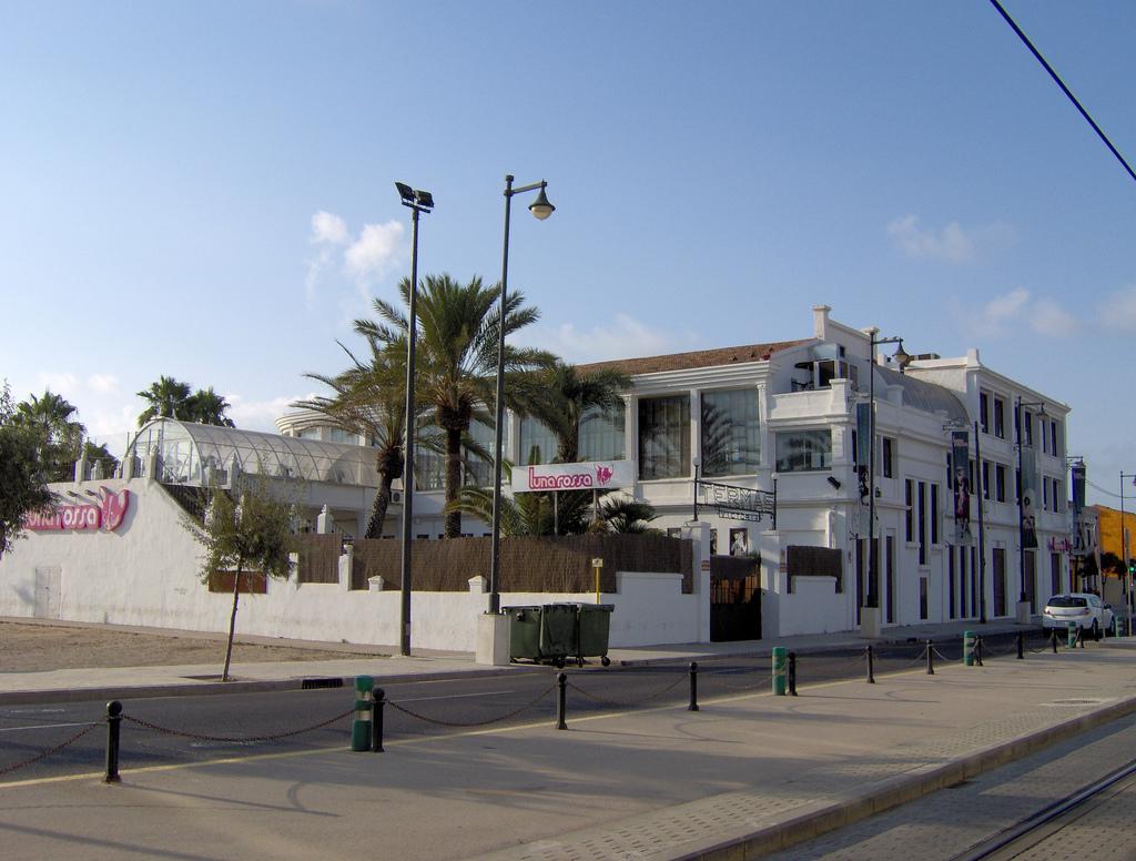 Fuente: Antiguas Termas Victoria (Valencia, España) | by Candreu (FLICKR)