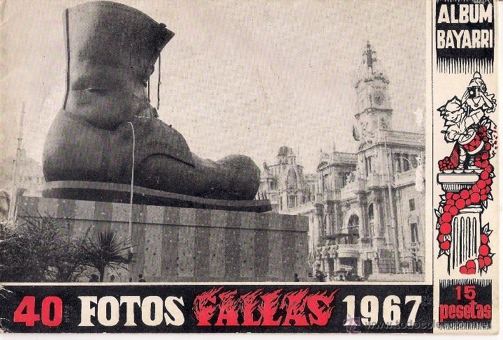 Foto de la falla de la Plaza del Ayuntamiento de 1967 donde se puede ver el balcón ya con su fisionomía actual.