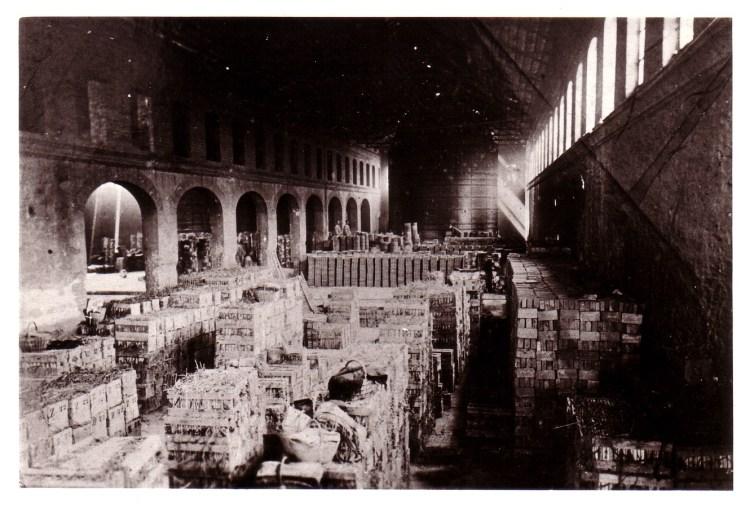 Interior de las instalaciones, donde se aprecia uno de los hornos [Fuente: Ayuntamiento Meliana], del blog de araepatrimoniokids.wordpress.com