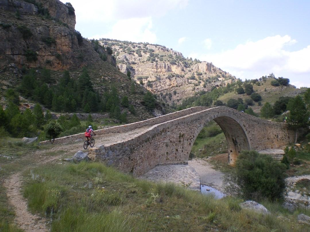 Puente Romano situado en las cercanías de Mosqueruela y Vistabella. Fuente: carajillomtb.files.wordpress.com
