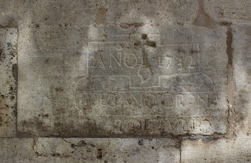 La extraña inscripción de la fachada principal de la Lonja de la Seda de Valencia