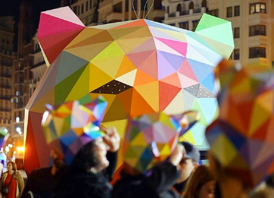 Miles de caretas del oso de Okuda se repartirán el próximo sábado en la plaza del Ayuntamiento de Valencia