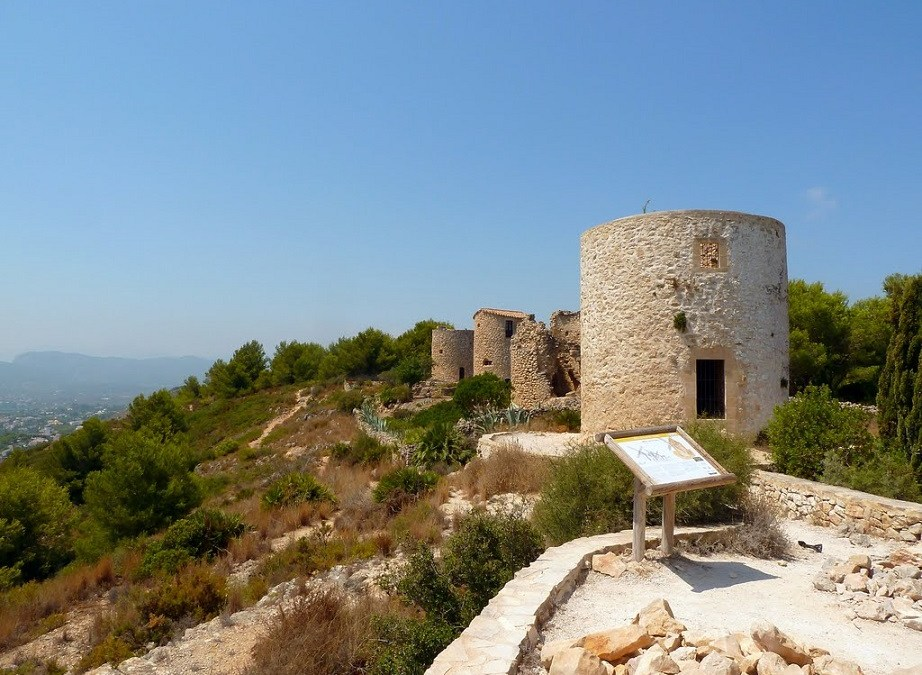 La ruta de los molinos de viento, un conjunto de molinos único en la Comunidad Valenciana