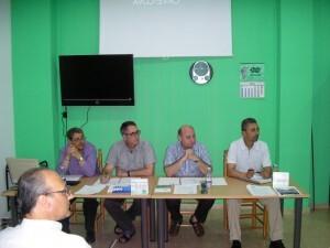 Los principales cargos de la junta directiva en una reunión de la asamblea vecinal hace unas semanas