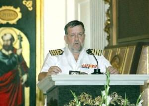 El comandante naval lee su pregón en el altar de la iglesia de El Grao/manolo guallart