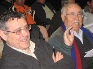 A la izquierda, el dirigente vecinal Félix del Río
