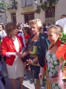 La directora general de Participación Ciudadana, María Barrios, la presidenta de la FECA, Puri Torres, y la reina de la FECA/vlcciudad