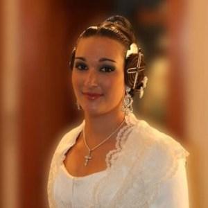 Andrea Carrilero vestida de valenciana.
