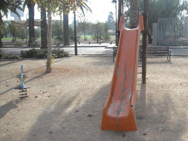 Estado del parque de la calle Algemesi, en el barrio de Nazaret