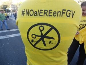 Un trabajador de FGV porta una camiseta contra el ERE/cc.oo. pv