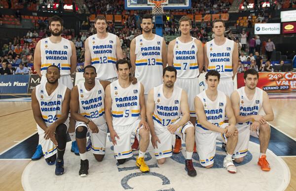 El equipo con la camiseta conmemorativa/I.Ferrera
