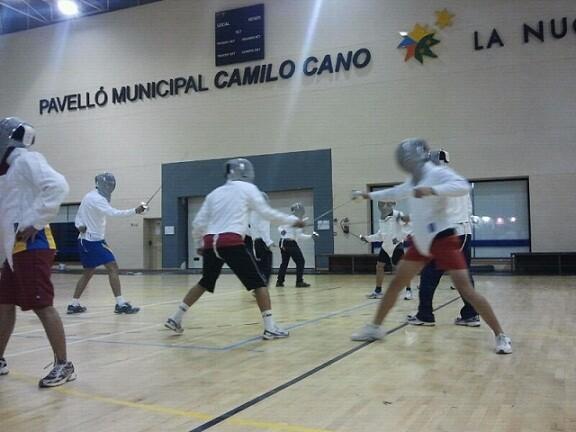 Una prueba de esgrima en el polideportivo de La Nucia