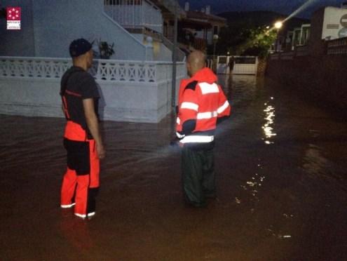 Imágenes trabajo bomberos en servicios de inundaciones en Oropesa (4)