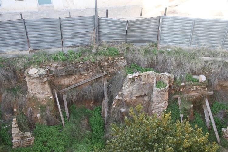 Restos romanos abandonados en el solar de la calle Salvador (3)