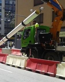 Las obras realizadas para la instalación de una tubería de 365 metros en el subsuelo del camino de Moncada mejoran el suministro.