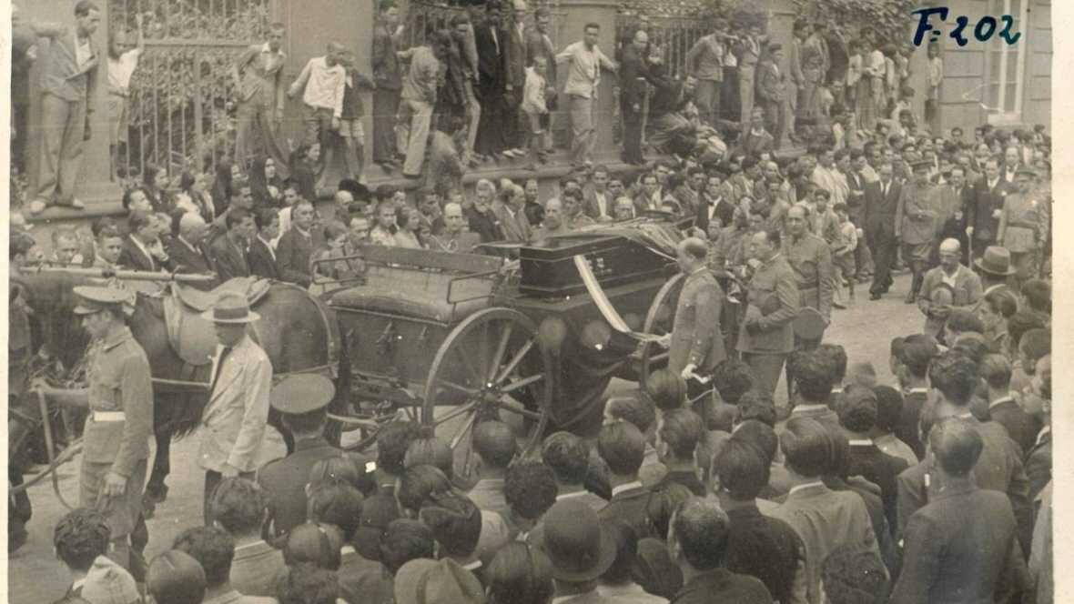 Fotografía anónima tomada el 17 de julio de 1936 facilitada por el Ayuntamiento de Arucas, del féretro del general Amado Balmes