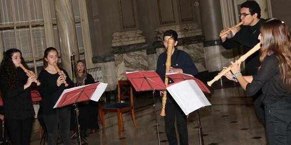 Ante el público asistente, los jóvenes intérpretes ofrecieron un concierto en dos partes.
