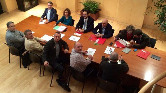 Imatge-negociadors-PSOE-Compromis-COMPROMIS_1524457786_26880162_651x366