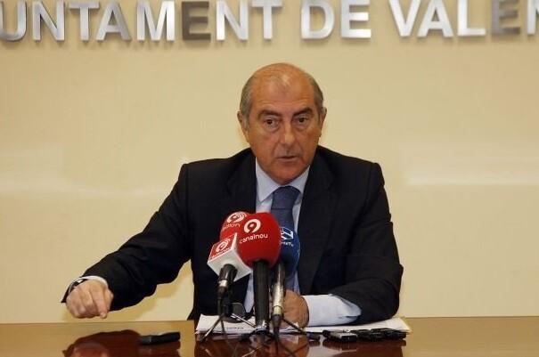 """Novo-""""Ribó tiene que revocar de inmediato los acuerdos que suspenden de mepleo y sueldo a los asesores del Grupo Popular""""."""