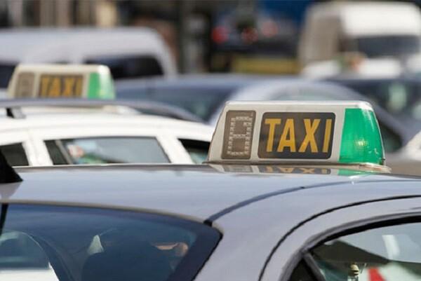 Entra en funcionamiento la parada de taxis de la calle Colón.