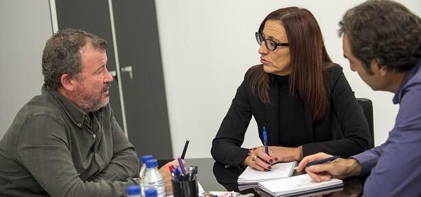 La vicepresidenta, Maria Josep Amigó, reunida con el alcalde de Sagunt, Quico Fernández. (Foto-Abulaila).