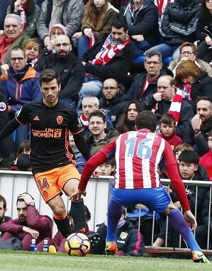El Atletico se impuso a un flojo Valencia. (Foto-Lázaro de la Peña).