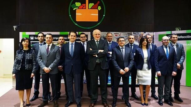 Juan Roig y miembros del Comité de Dirección de Mercadona durante la presentación de resultados de Mercadona de 2016.