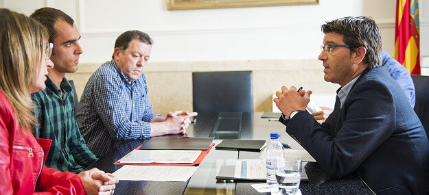 Rodríguez se reúne con alcalde de Villar del Arzobispo. (Foto-Abulaila).