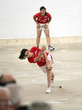 Partida femenina de raspall en Pelayo.