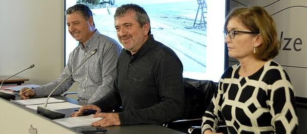 El diputado Josep Bort, junto a los técnicos Antonio Navarro y Ana Pastor.