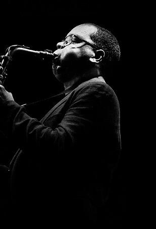 El saxofonista cubano Román Feliú presenta su nuevo quinteto.