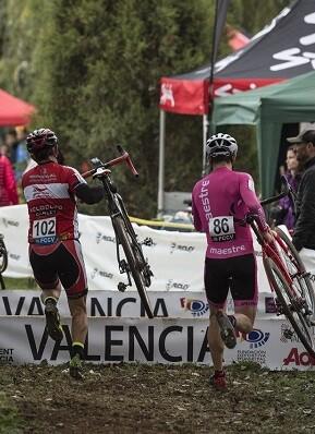Imagen de carrera ciclocross.